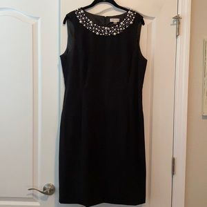 Black sleeveless dress with pearl collar